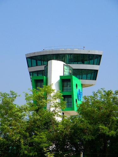 Orio al serio la torre di controllo bergamo visit italy - Giardinia orio al serio ...