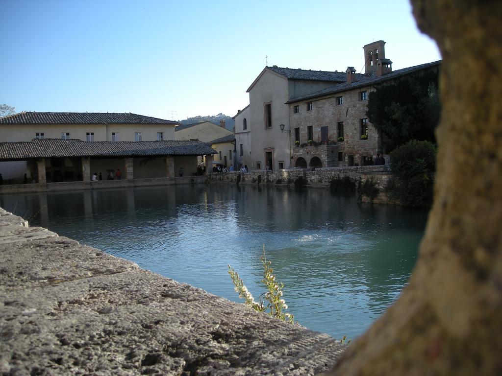 Foto bagno vignoni immagini bagno vignoni visit italy - Piscina bagnolo ...