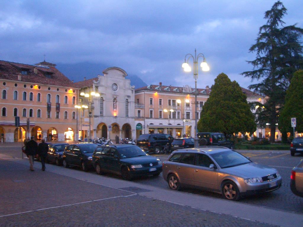 Belluno Italy  city pictures gallery : Piazza dei Martiri di sera Belluno Visit Italy