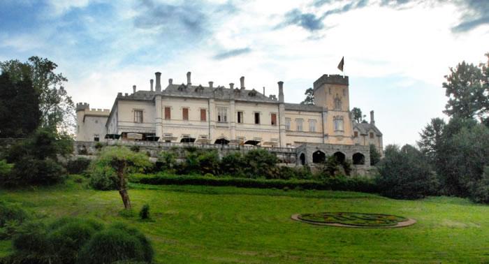 Castello Dal Pozzo si trova a Oleggio Castello, un comune in provincia ...