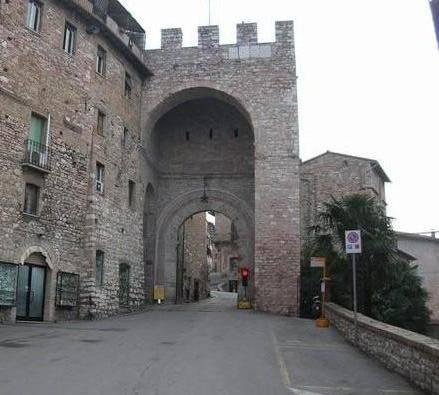 Foto umbria immagini umbria visit italy - Porta san giacomo assisi ...