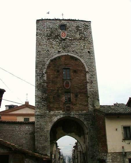 Foto gubbio immagini gubbio visit italy - Porta romana viaggi ...
