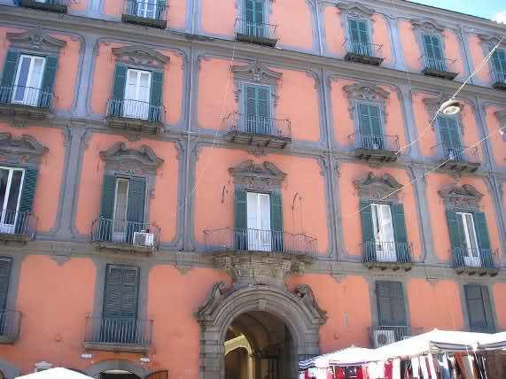 Palazzo dello spagnolo napoli visit italy for Palazzo in stile spagnolo
