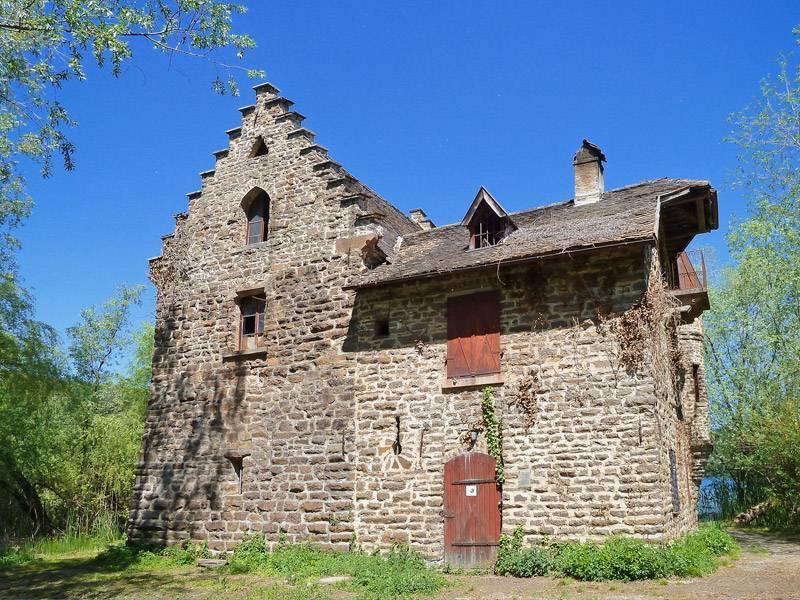 Castello al lago appiano visit italy - Finestre castelli medievali ...