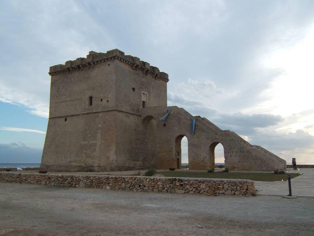 Torre Lapillo Italy  City new picture : torre lapillo o torre di san tommaso è una torre di avvistamento ...
