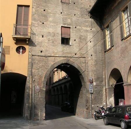 Torresotto di san vitale bologna visit italy - Porta san vitale bologna ...