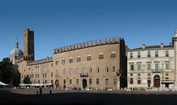 Piazza sordello mantova visit italy for Piazza sordello