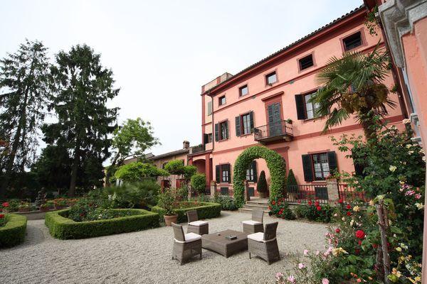 Rosignano Monferrato Italy  city photos gallery : Relais I Castagnoni Rosignano Monferrato Visit Italy