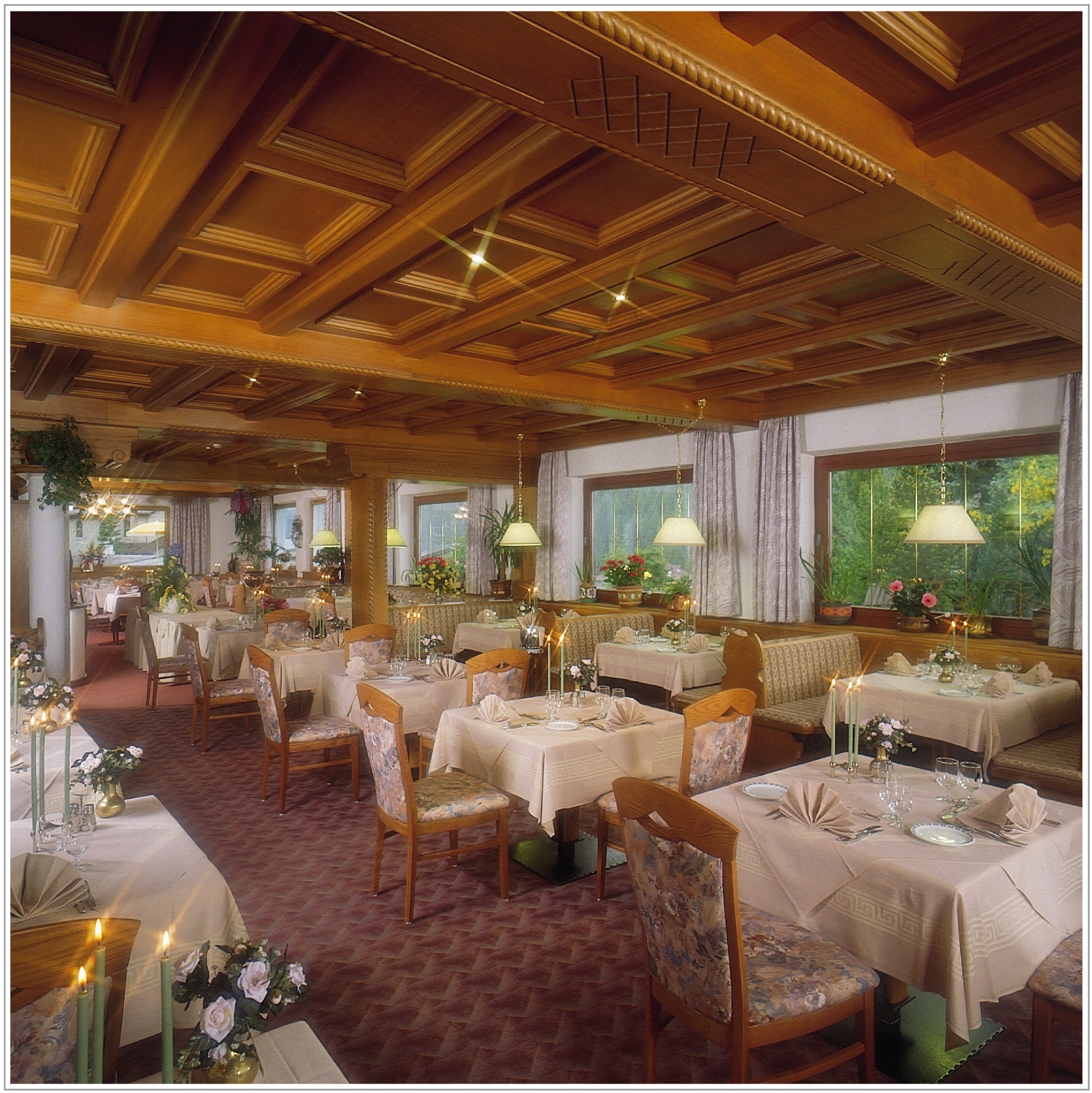 Hotel Cesa Tyrol Canazei Di Fassa Visit Italy #A46A27 1828 1829 H Tavoli Da Pranzo