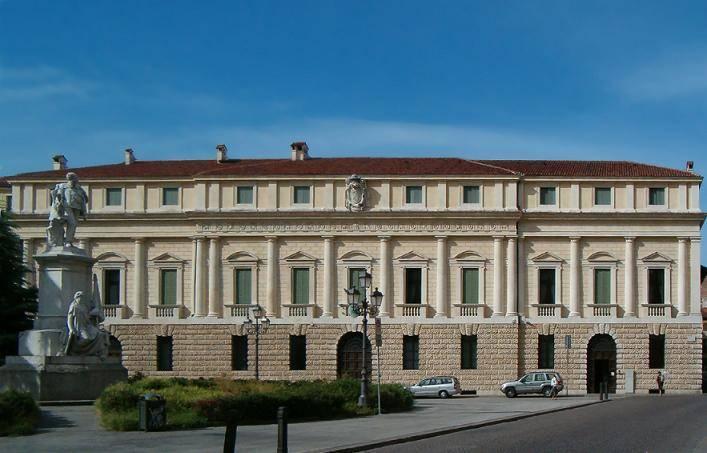 Palazzo Vescovile - Vicenza  - Visit Italy