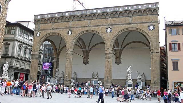 Loggia dei Lanzi - Florence  - Visit Italy