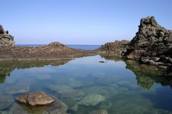 Spiaggia Lago dello Specchio di Venere - Pantelleria  - Visit Italy