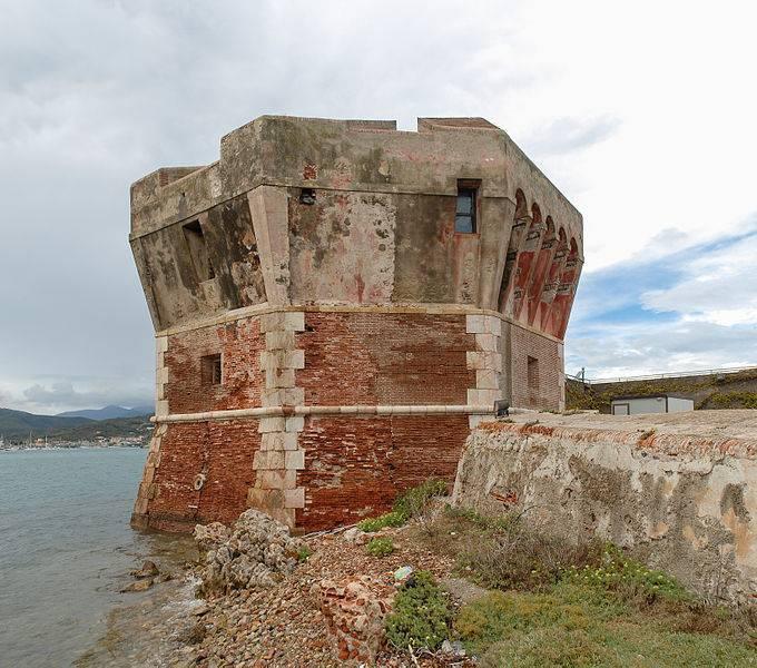 Torre Martello o della Linguella - Portoferraio     - Visit Italy