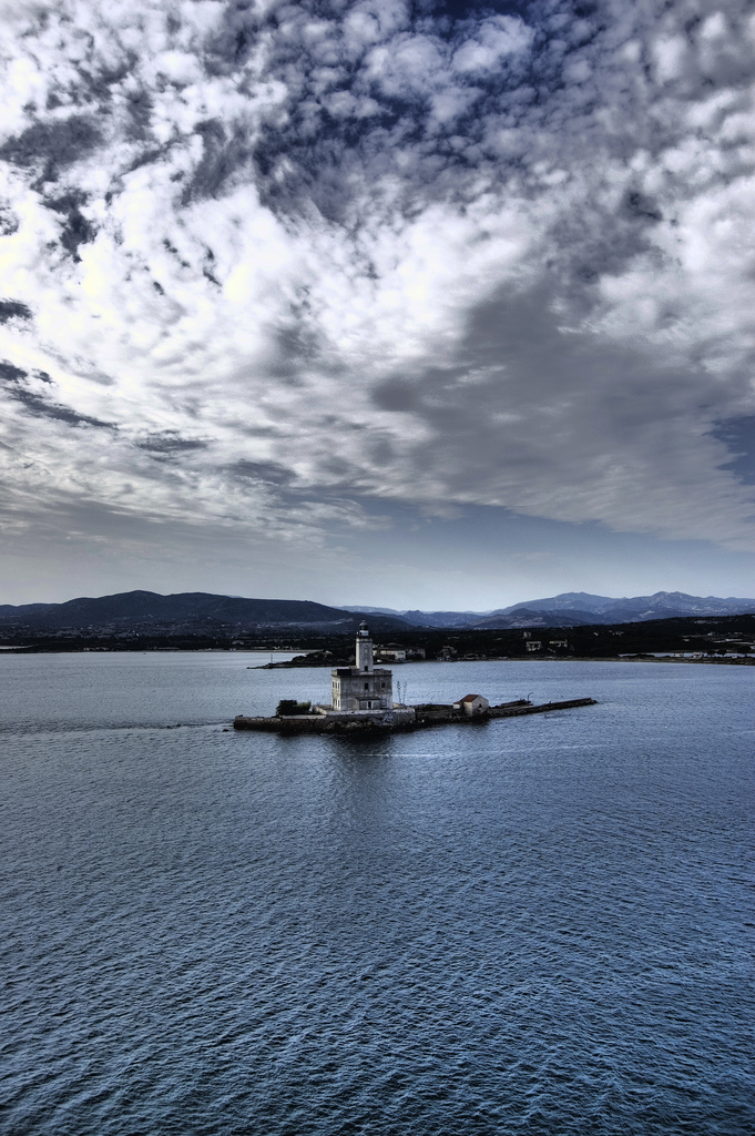 Il faro nei pressi del porto - Olbia - Visit Italy