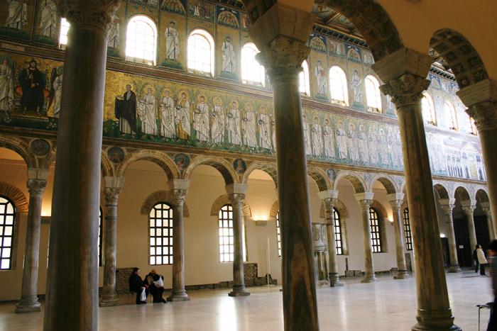 L'interno della Basilica - Ravenna - Visit Italy
