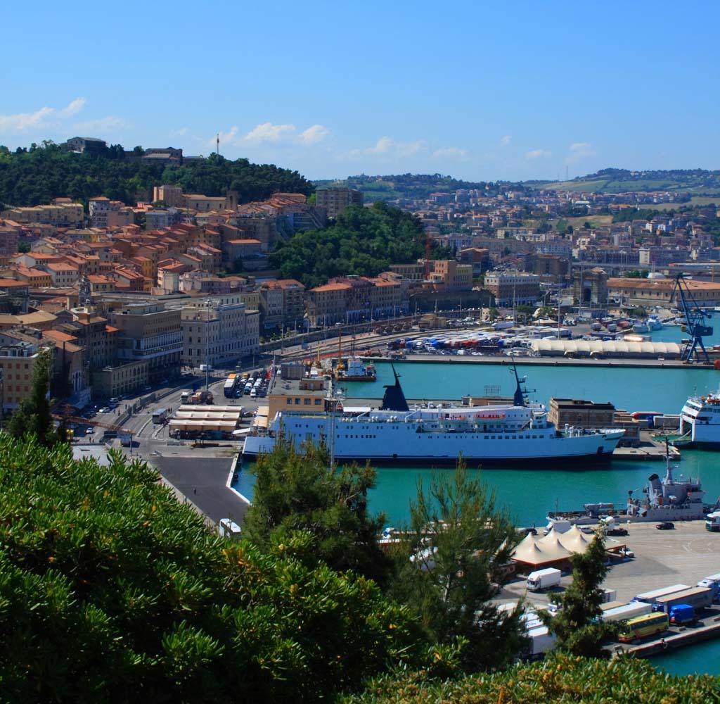 Il porto dall'alto - Ancona - Visit Italy