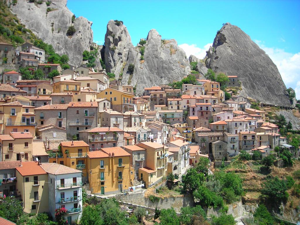 Veduta di Castelmezzano (Potenza) -  - Visit Italy