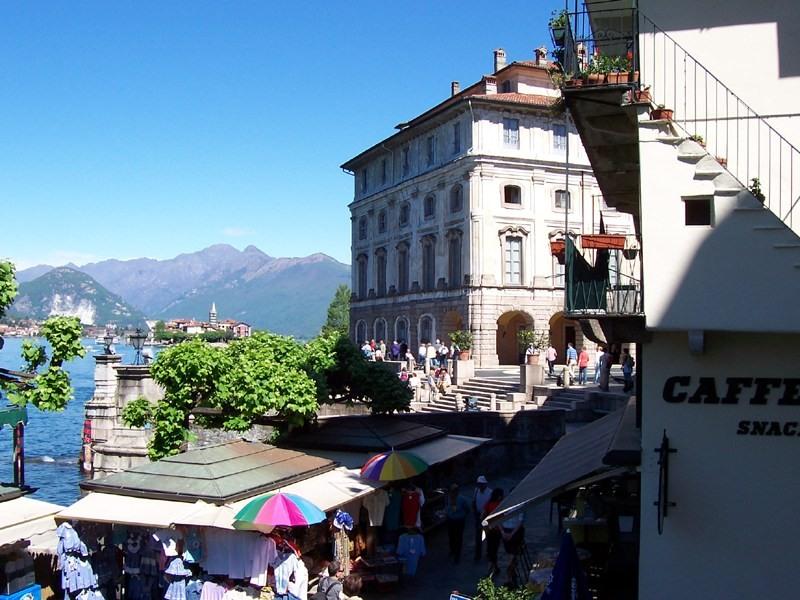 Scorcio del Palazzo Borromeo - Stresa - Visit Italy