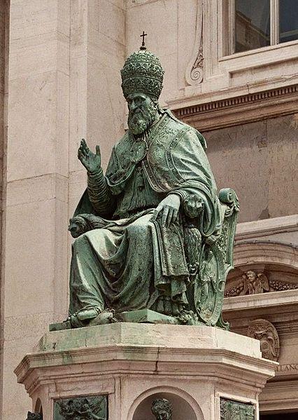 Statua Sisto V - Loreto - Visit Italy