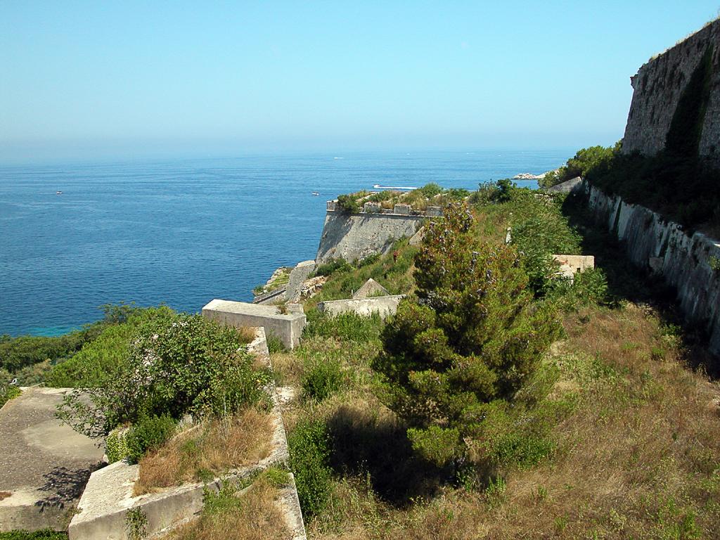 La Fortezza Medici - Portoferraio - Visit Italy