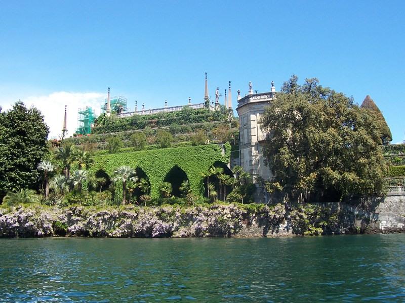 I giardini visti dal lago -  - Visit Italy