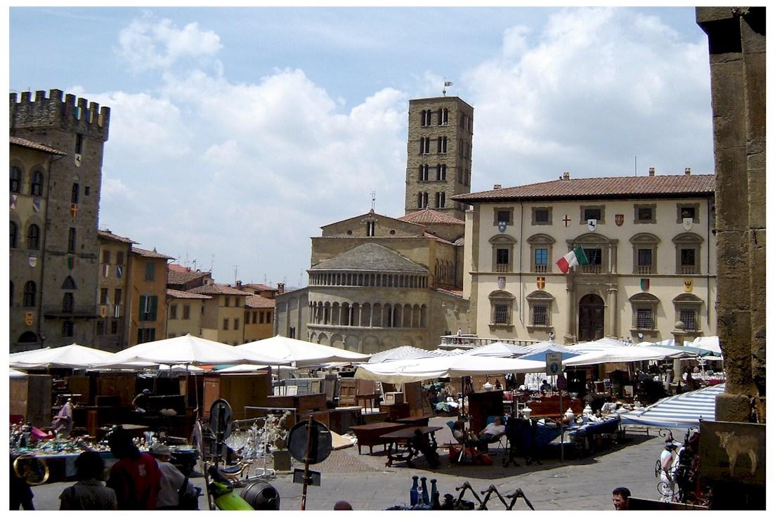 Piazza Grande ad Arezzo - Visit Italy