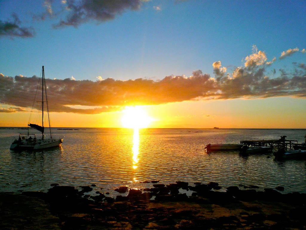 Il tramonto sul lago -  - Visit Italy