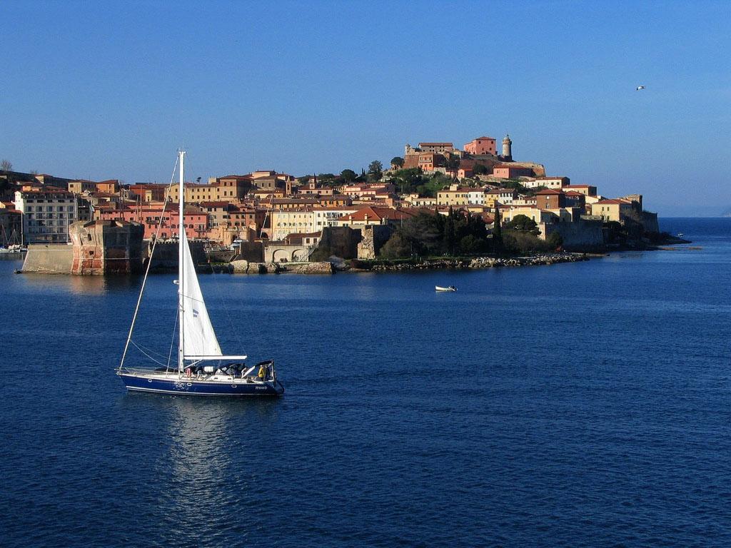 Arrivo a Portoferraio con il traghetto -  - Visit Italy