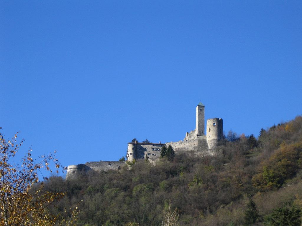 Castel Telvana visto dal basso -  - Visit Italy