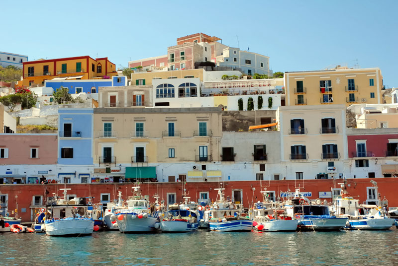 view of the city - Ponza - Visit Italy