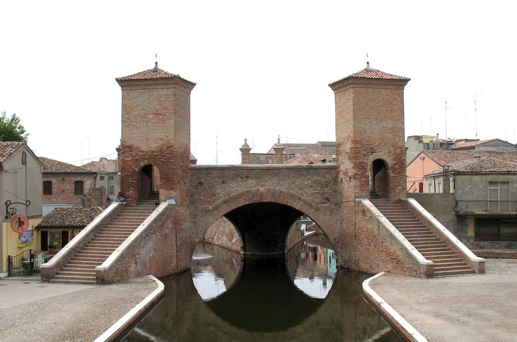 Trepponti sul canale del centro -  - Visit Italy