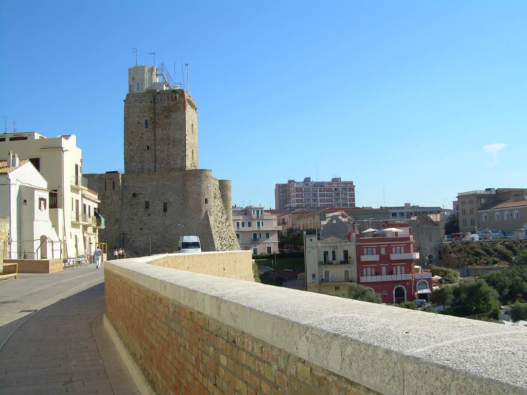 Il Castello visto dal Borgo - Termoli - Visit Italy