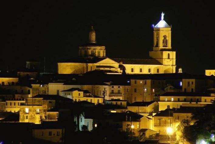 Centro storico con il Duomo sullo sfondo - Catanzaro - Visit Italy