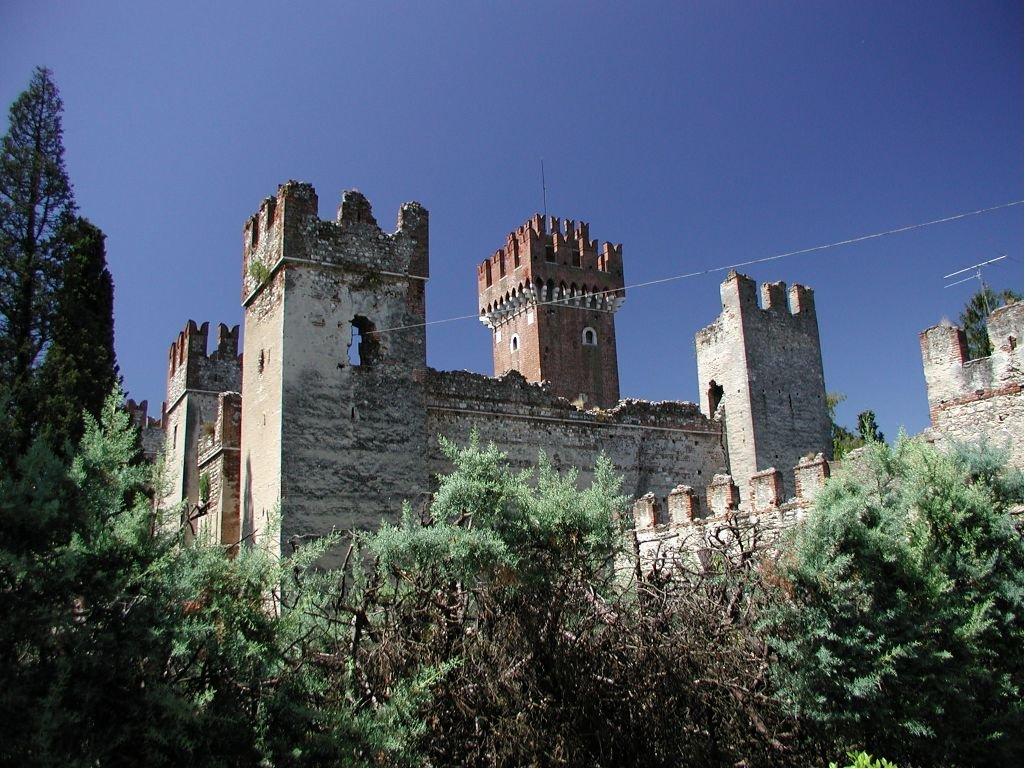 Castello di Lazise -  - Visit Italy