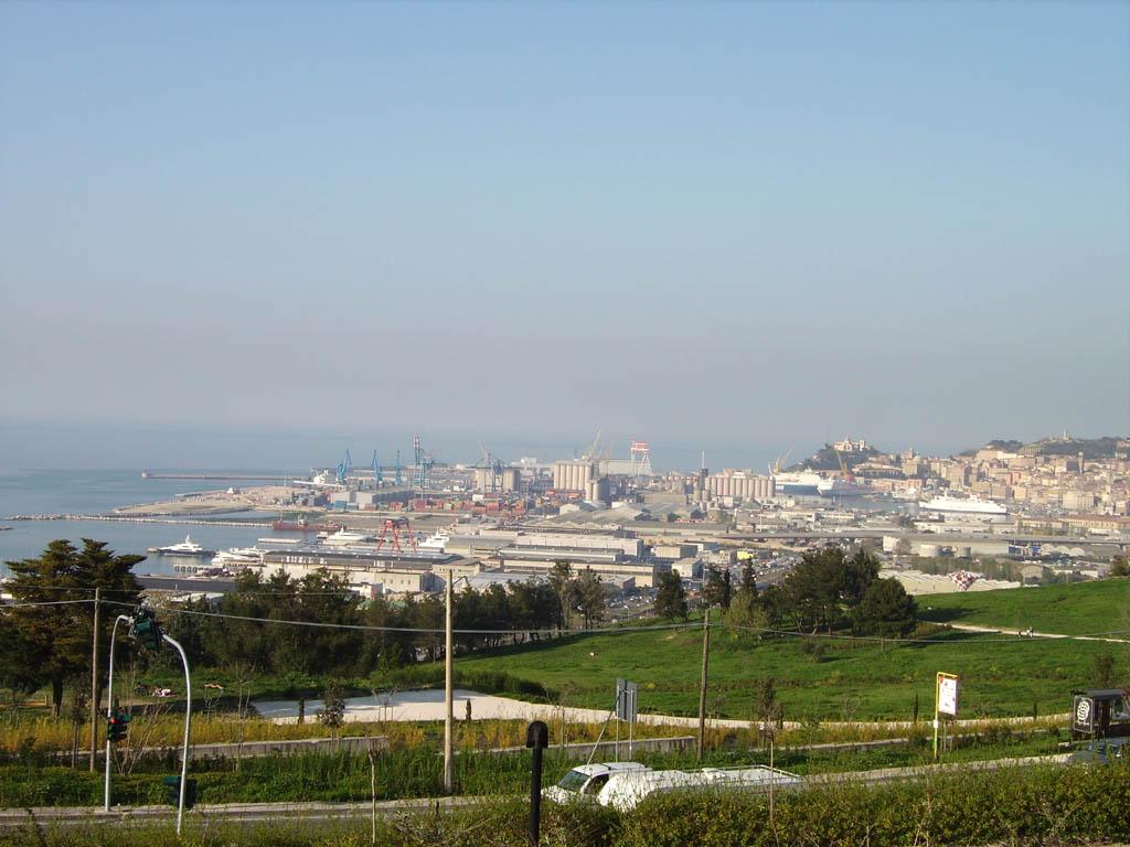 Veduta del porto dal Belvedere di Posatora - Ancona - Visit Italy
