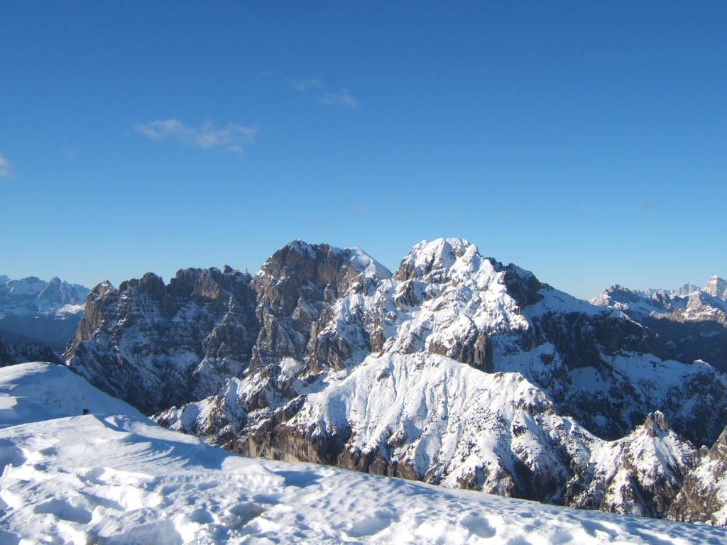 Veduta del gruppo dello Schiara dal monte Serva -  - Visit Italy