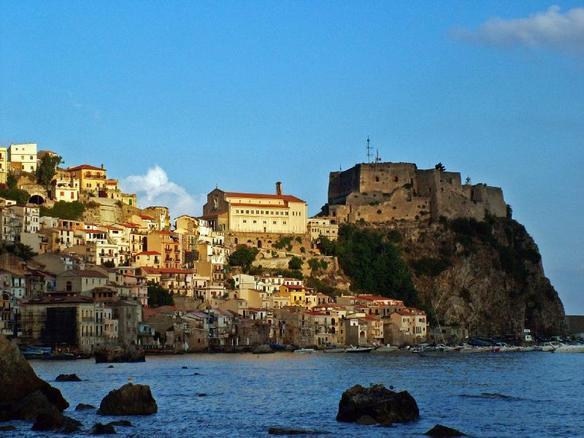 Il caratteristico antico borgo di Scilla -  - Visit Italy
