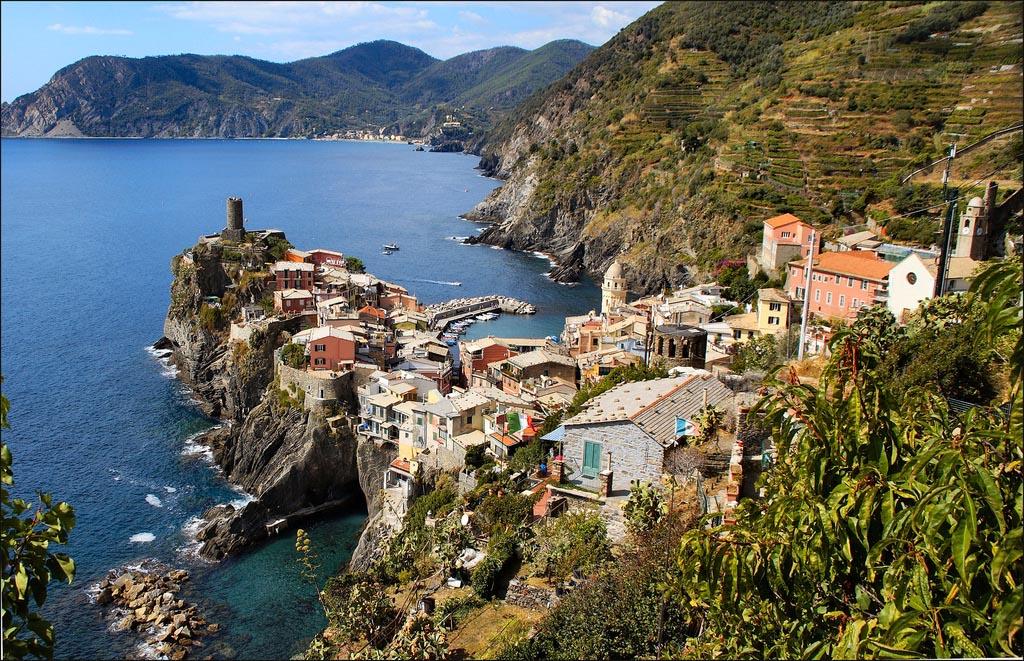 Vista dall'alto di Vernazza -  - Visit Italy