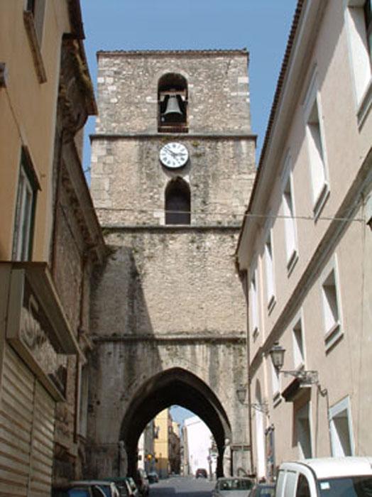 Veduta dell'Arco di San Pietro - Isernia - Visit Italy