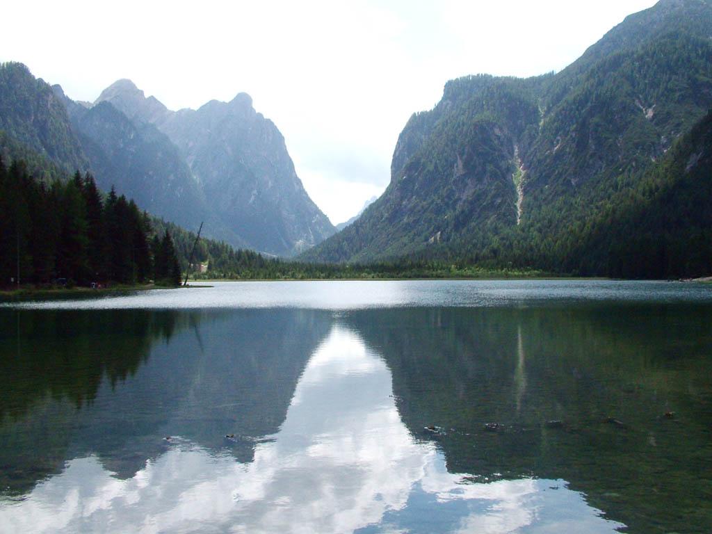 Il lago di Dobbiaco. -  - Visit Italy