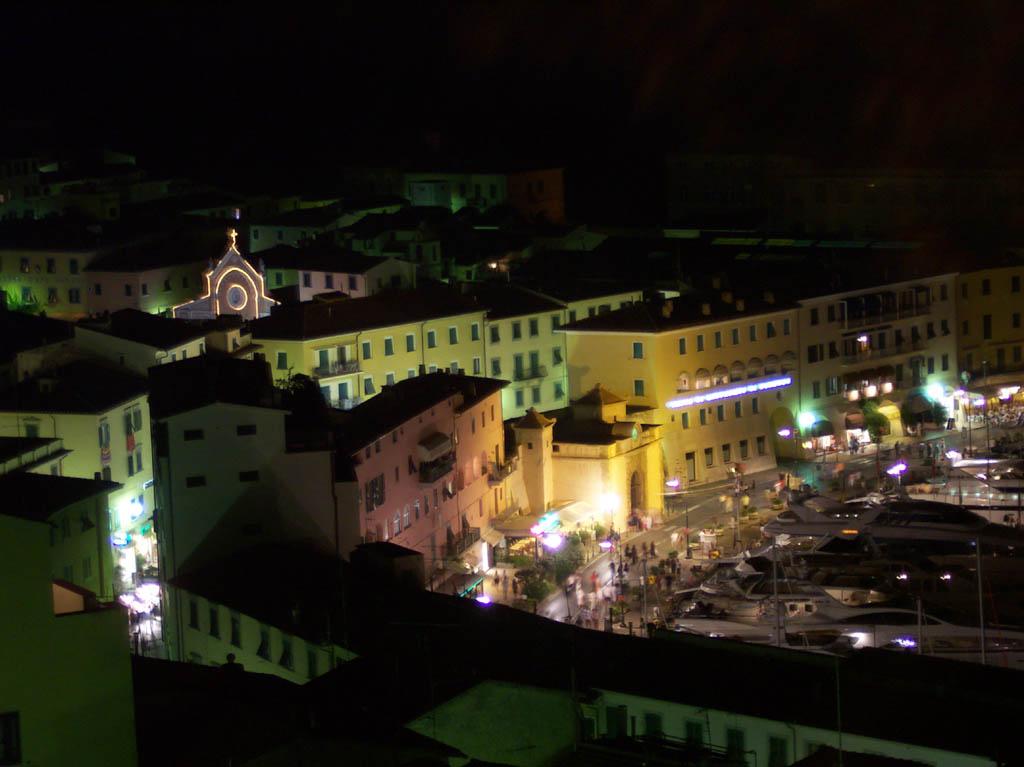 Città di notte - Portoferraio - Visit Italy