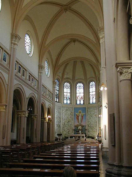 Interno Cortile del Santuario - Pescara - Visit Italy