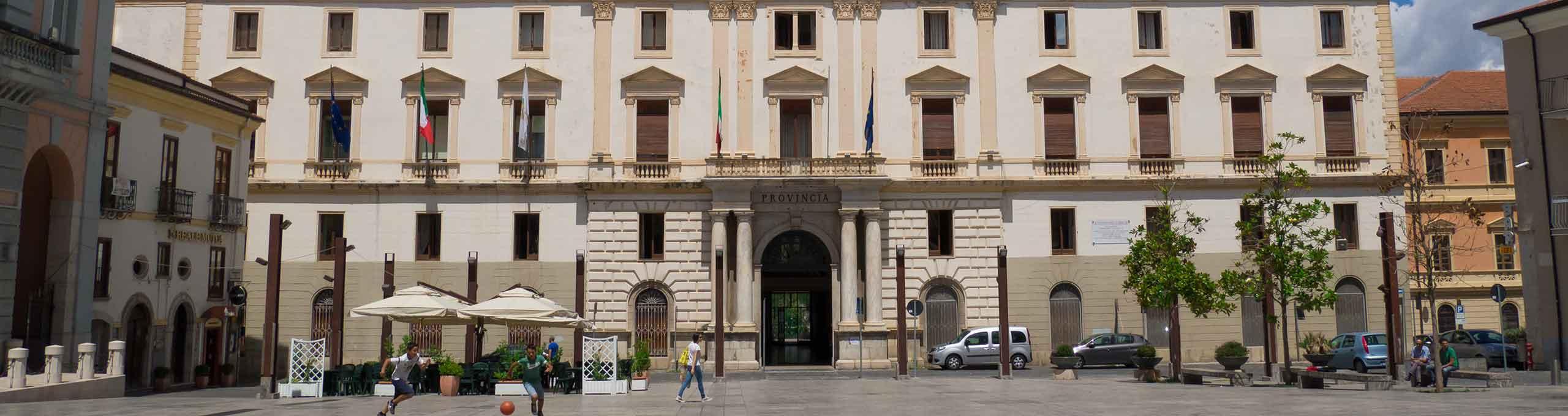 Centro città, palazzo della Provincia