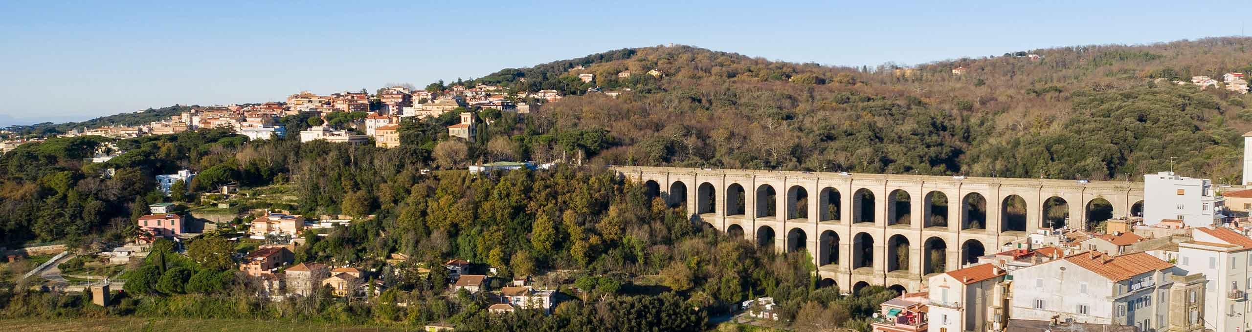 Ariccia, Castelli Romani, viadotto stradale costruito verso la metà del XIX secolo
