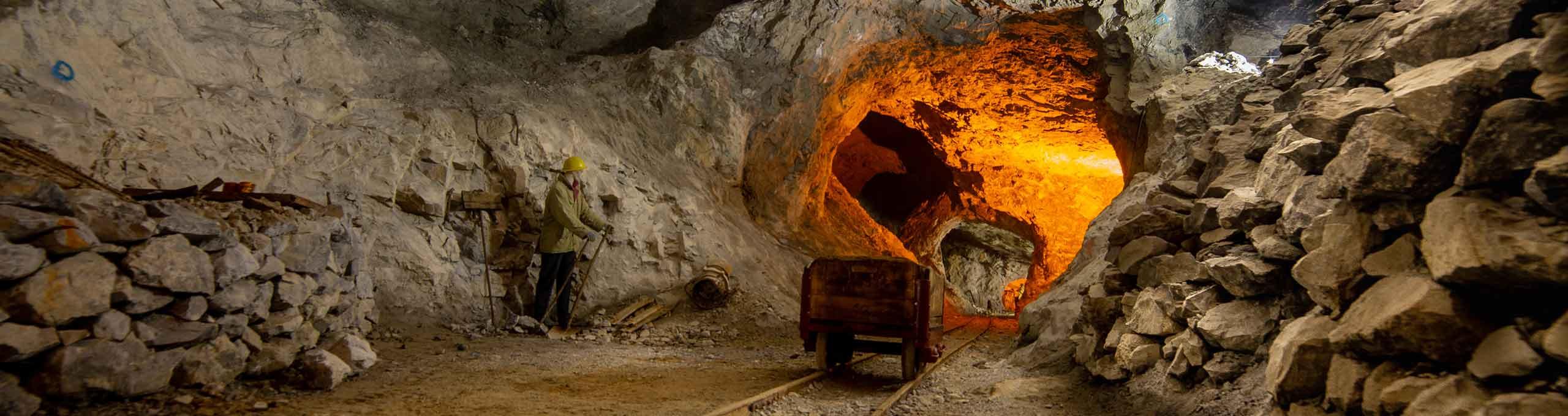 Dossena, Val Brembana, vecchie miniere