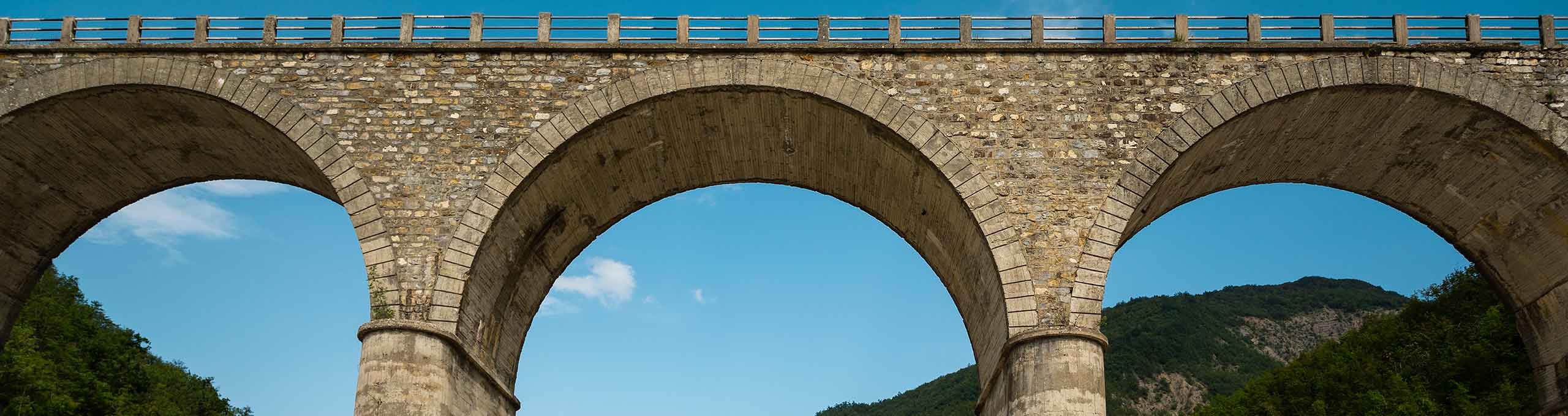 Carrega Ligure, Terre del Giarolo, ponte sul fiume Borbera
