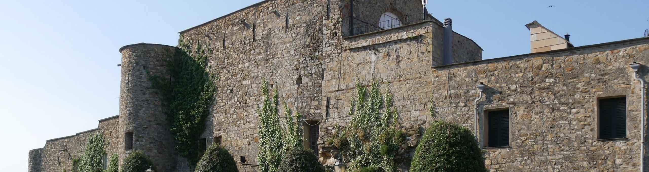 Clavesana, zona alta delle Langhe, castello di Cervo