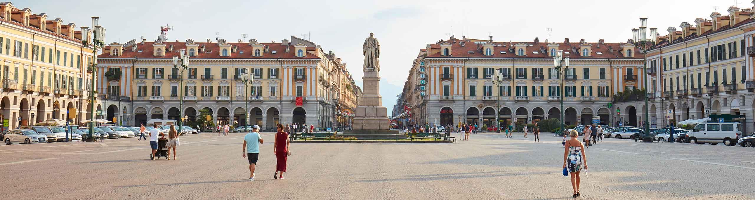 Cuneo, Piazza Galimberti, statua di Barbaroux