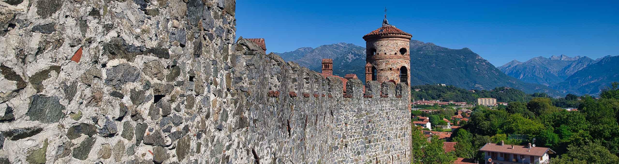 Pavone Canavese, Ivrea e Canavese, Castello di Pavone