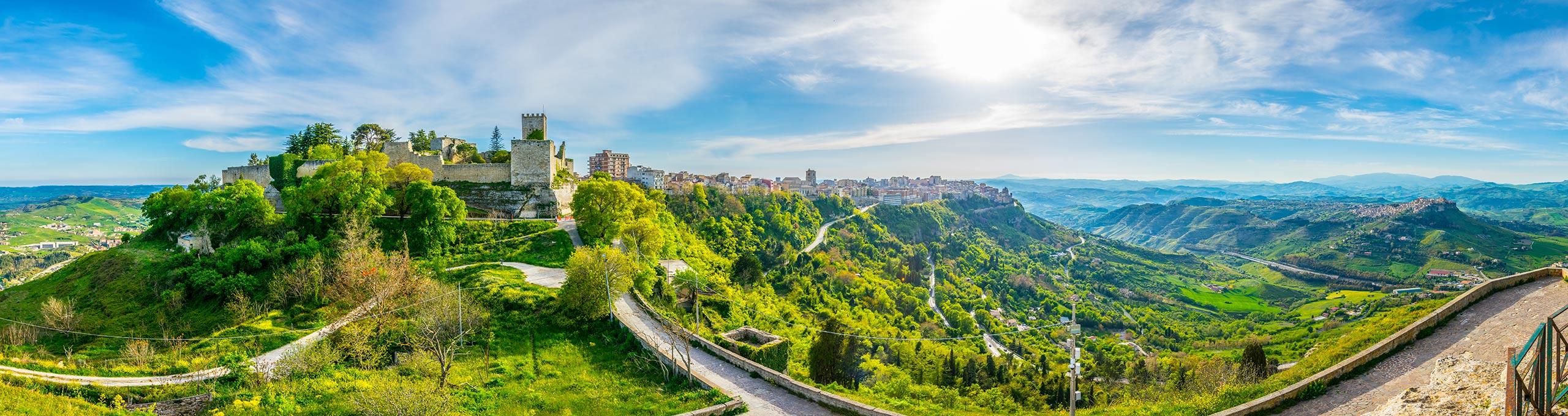 Vista panoramica del Castello di Lombardia.